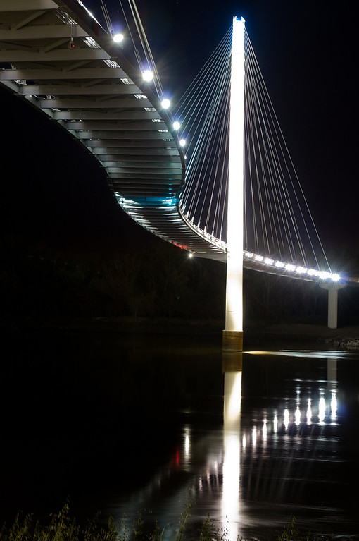 Night shot of the Bob Kerrey Pedestrian Bridge in Omaha
