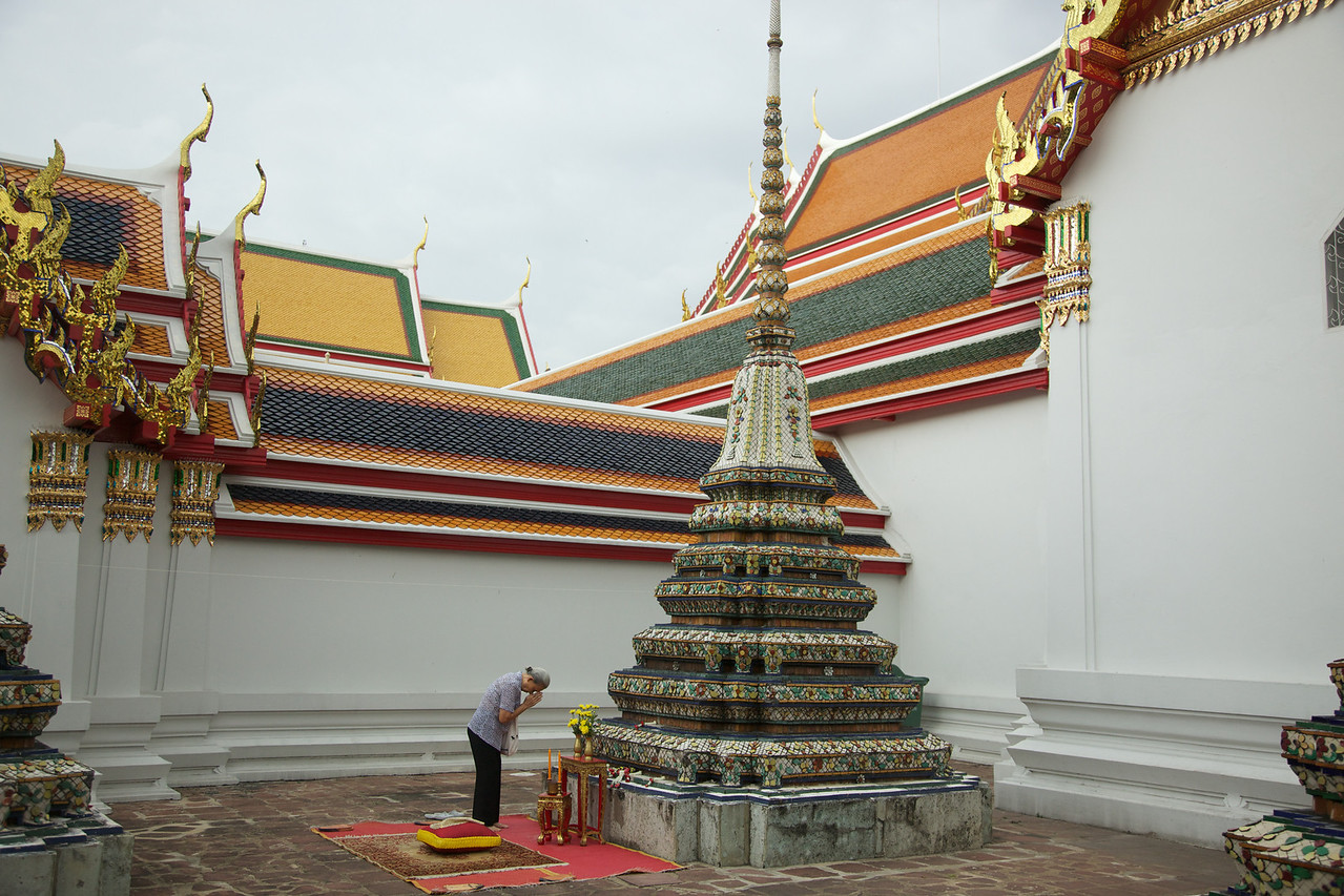 Chedi or supa where people give offerings.