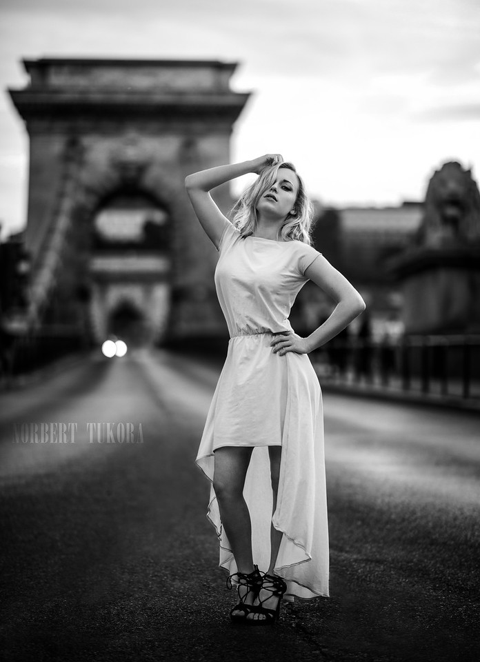 Klara - With the Chain Bridge