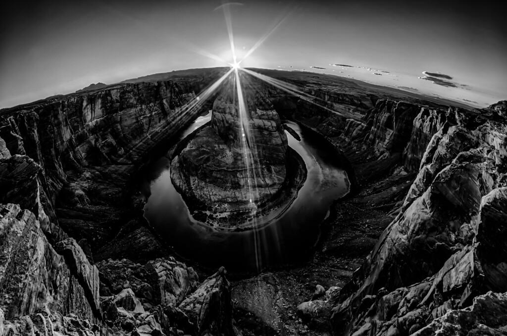 horseshoe bend at sunset with clear sky and colorado river below