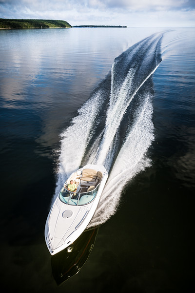 Beautiful wake of sportboat