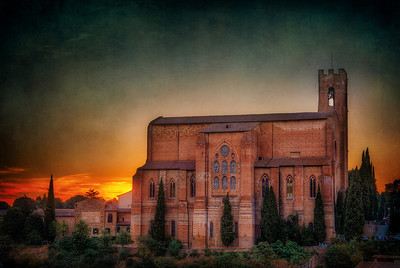 San Domenico, or St. Dominic's BasilicaSiena, Italy Sunset... Siena... camera in hand. It doesn't even matter that you don't have the BEST seat in the sunset house... all that matters is that you're there.   ©Karen Hutton - Creative Commons (CC BY-NC 3.0)