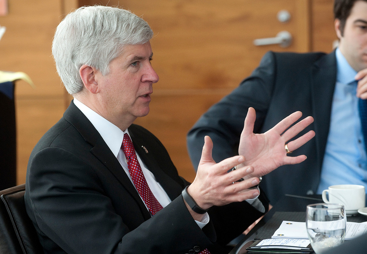 Governor Snyder meets with Ross MBA's for a case competition about Detroit.