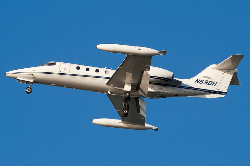 This Learjet is on final for 27.