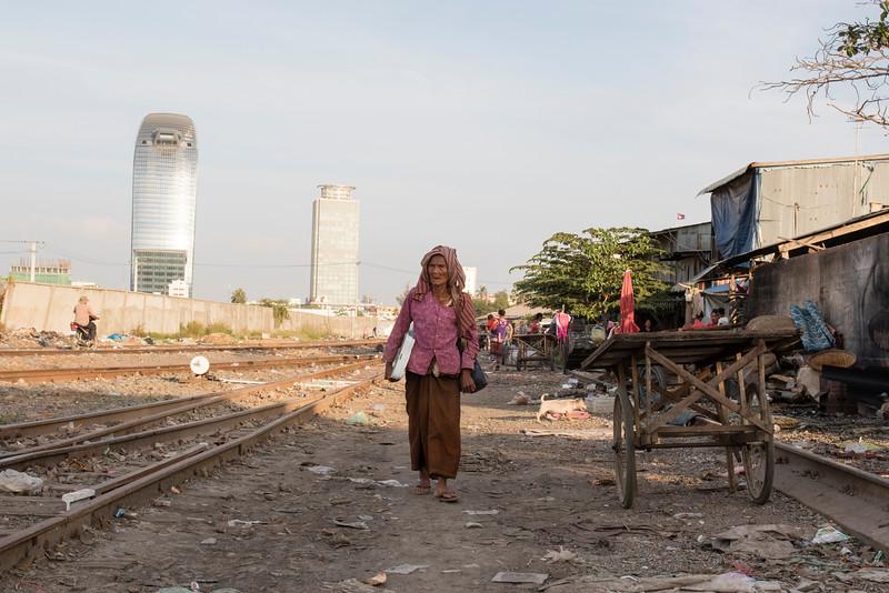 PHNOM PENH. SLUM NEAR THE RAIL TRACK.