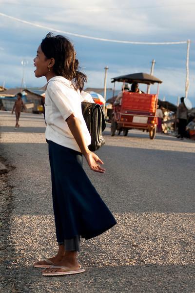 TONLE SAP. SIEM REAP. CAMBODIAN GIRL SCREAMS.