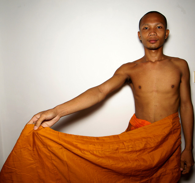 SIEM REAP. MONK SAN SHOWS HIS ROPE. SIEM REAP. CAMBODIA.