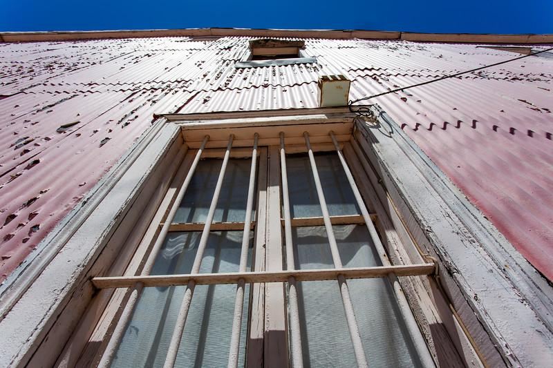 VALPARAISO. FACADE OF A PINK HOUSE.