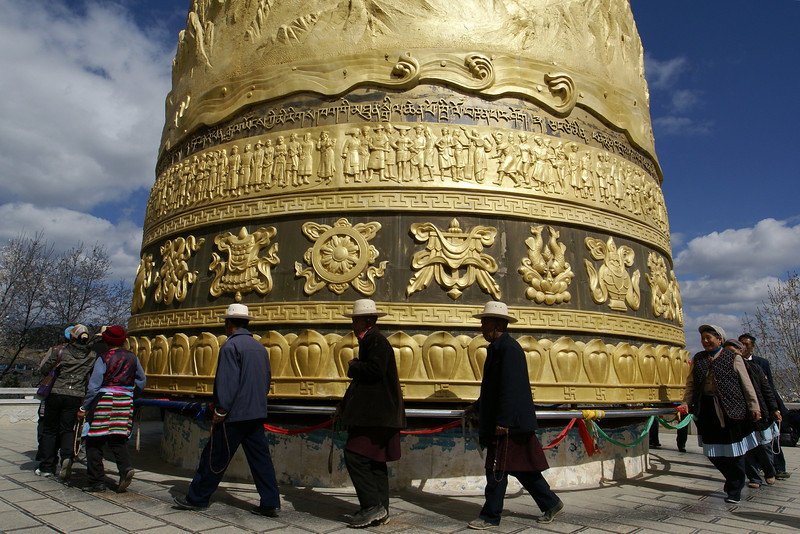 Shangri-la, big prayer wheel, temple