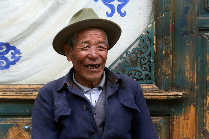 SHANGRI-LA OLD TOW. OLD TIBETAN MAN [86 Y.O.]. YUNNAN. CHINA.