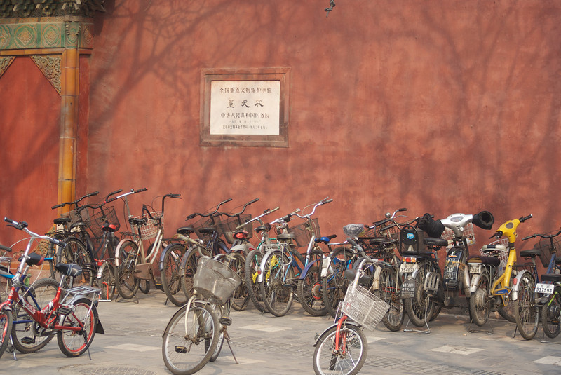BEIJING. FORBIDDEN CITY. BIKES NEAR THE IMPERIAL CITY ENTRANCE. CHINA.