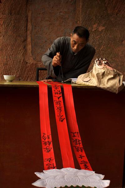 LESHAN. GIANT BUDDHA MUSEUM. OLD MAN IS WRITING. SICHUAN. CHINA.
