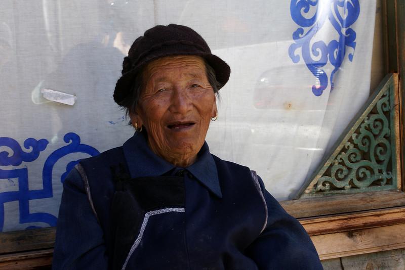SHANGRI-LA. (ZHONGDIEN). YUNNAN. A PORTRAIT OF AN OLD TIBETTAN LADY. [2]