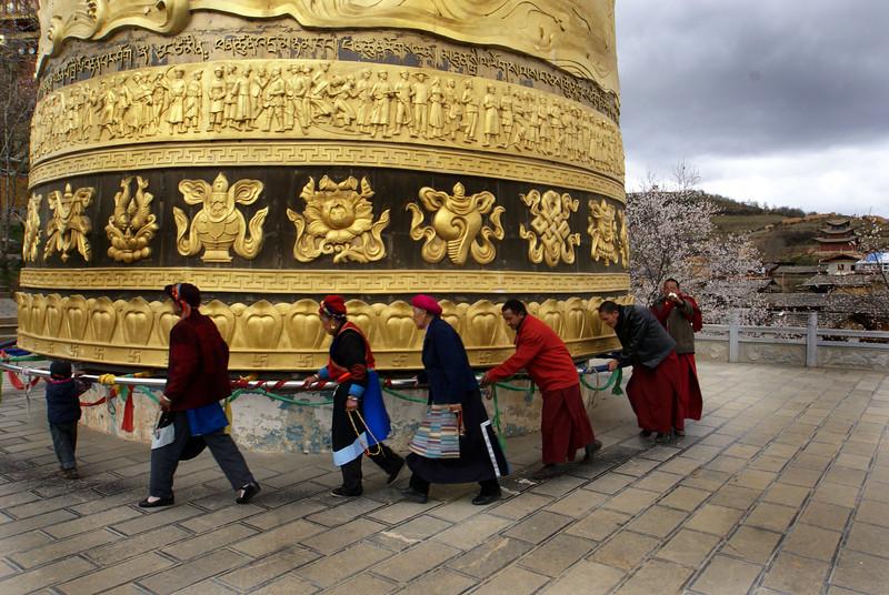SHANGRI-LA. YUNNAN. BIGGEST PRAYER WHEEL OF THE WORLD.