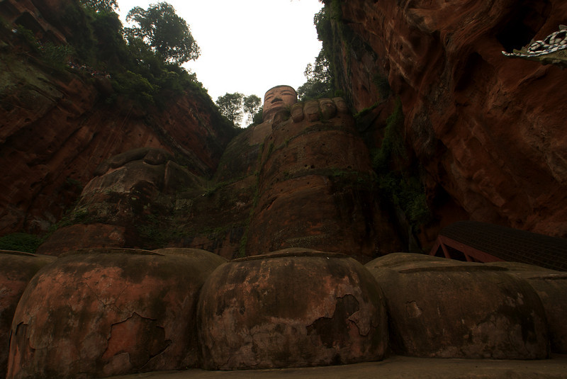 LESHAN. GIANT BUDDHA. THE TOES OF THE BIGGEST BUDDHA IN THE WORLD. SICHUAN. CHINA.