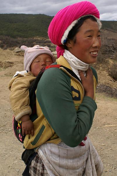 YOUNG GIRL WITH BABY. SHANGRI-LA. YUNNAN. CHINA.