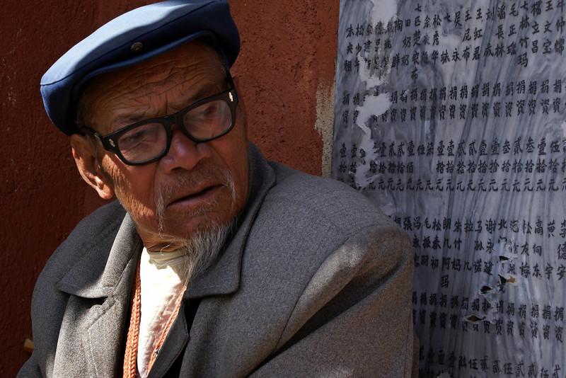 SHANGRI-LA. YUNNAN. PORTRAIT OF AN OLD MAN WITH BEARD.