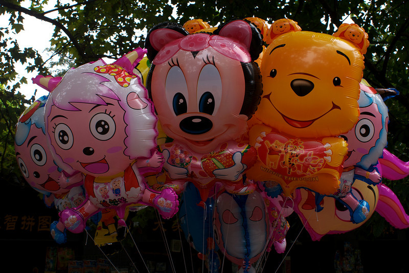 CHENGDU [成都]. SICHUAN. COMIC CHARACTER BALLOONS IN PEOPLE'S PARK [RENMIN GONGYUAN]. CHINA.