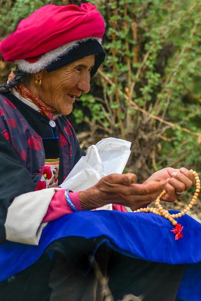 SHANGRI-LA. YUNNAN. OLD TIBETTAN LADY [3]