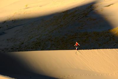 Tightrope walking Kelso Dunes