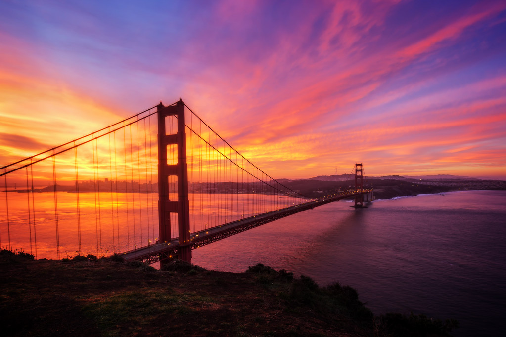 Sunrise over the Golden Gate Bridge (San Francisco, California)