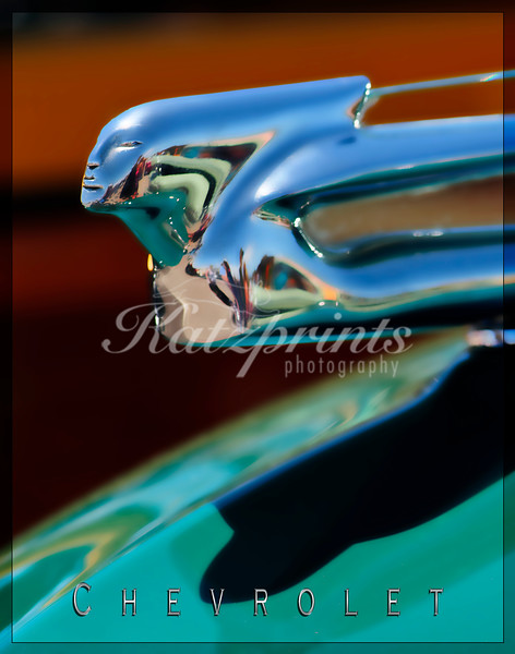 Hood ornament of a Chevrolet Woodie