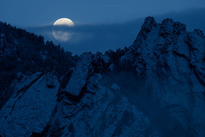 Gibbous over the Flatirons