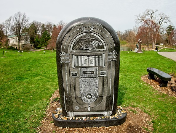 Spring at Lake View Cemetery 2021