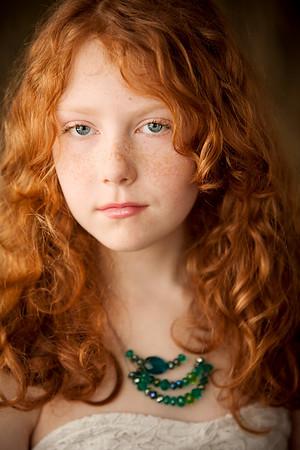 Children's studio portrait photographer Niagara