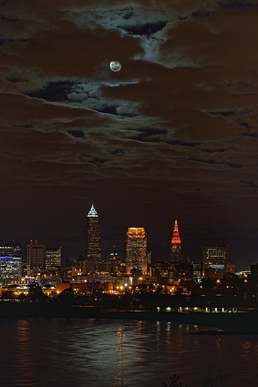 Beaver Moon from Edgewater Park