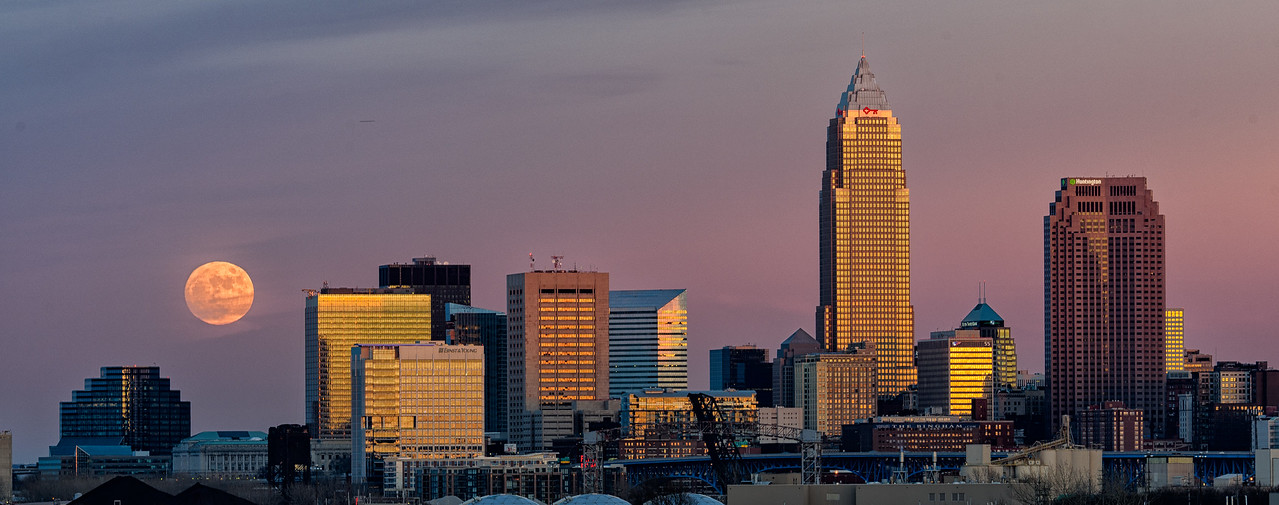 December Full Moon Rising Over Cleveland, Ohio Cool Photo Op
