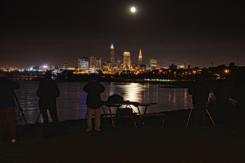Photographers capturing the moon rise from Edgewater Park