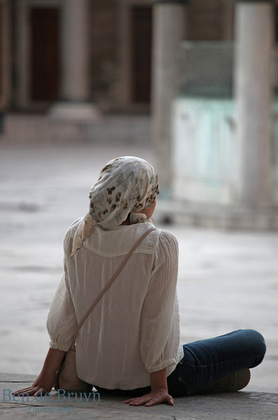 Istanbul: Woman sitting outside Sultan Ahmed Mosque (Blue Mosque)