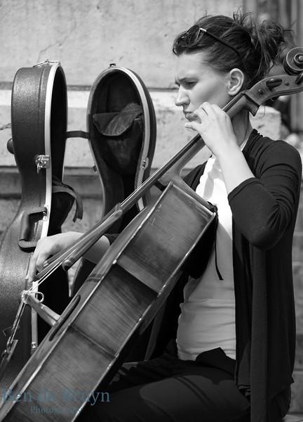 Paris: Montmartre street artist July 2012