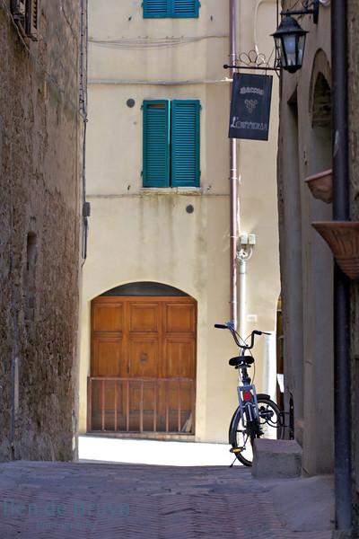 2016 G July  Pienza Street Scene