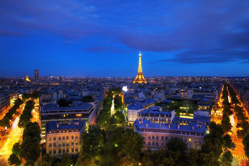 <H3>Paris bathed in blue</H3>