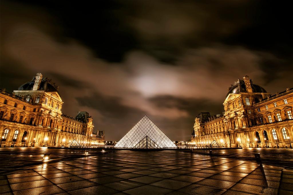 Cour Napoleon, Louvre Museum