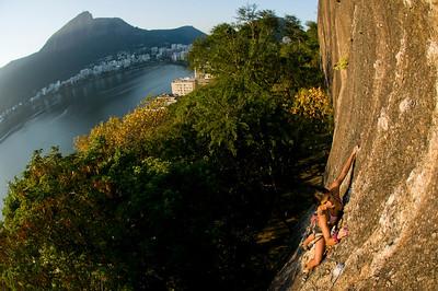 Angela Cristina Vargas Calle climbing Cristal Magico 5.10+, Plata do Lagoa, Rio de Janeiro, Brazil.