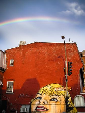 Sonriendo al arco iris