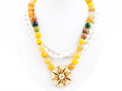 "Colier ""Lady Venom""  Realizat din : Agate,Coral alb natural,Pandant vintage unicat,accesorii aurite.  realizat de: Statement Jewelry By Ioana Enache"