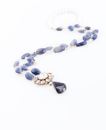 "Colier ""Royalty Necklace""  Realizat din :Iolit,Coral alb natural,Pandant cu cristale,accesorii aurite  realizat de: Statement Jewelry By Ioana Enache"