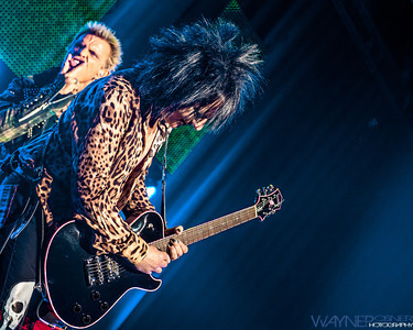 Billy Idol performs with Steve Stevens