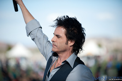 Patrick Monahan with Train at Mix 94.1 Petapalooza