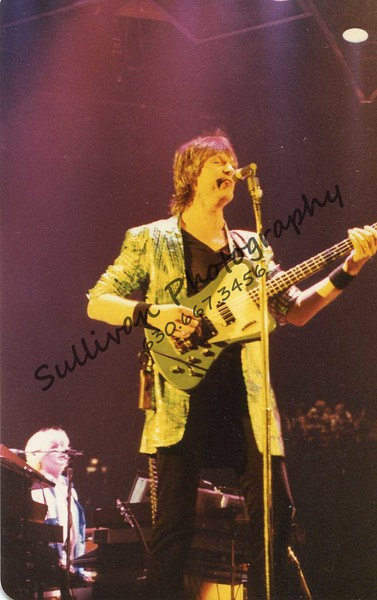 Chris Squire one of the best bassist ever (along with John Entwistle)