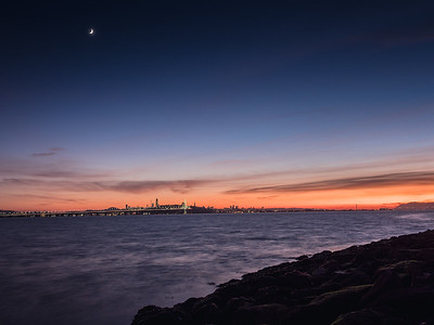 Crescent Moon from Emeryville Marina