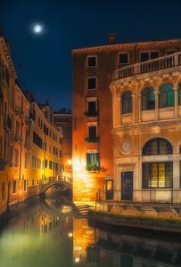 Venice at night 7R24667