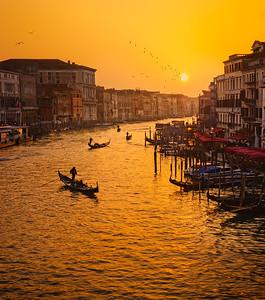 Venice misty sunset in winter 7R24883