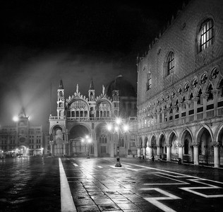 Venice photographing under the rain BN 7R24928