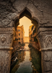Venice looking through the hole 7R24715