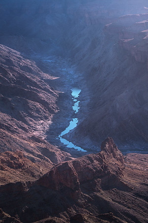 Blue atmosphere in the river canyon 7R46509